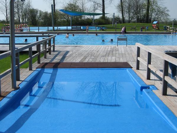 GFK-Schwimmbadbeschichtung als effektive Maßnahme zur Sanierung.