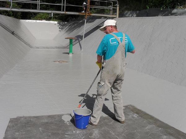 GFK-Beschichtung einer Kläranlage ermöglicht eine einfache Reinigung.